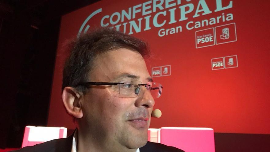 Luis Ibarra, candidato del PSOE al Cabildo de Gran Canaria, durante la conferencia municipal de su partido que tuvo lugar en Las Palmas de Gran Canaria.