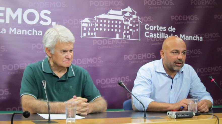 El líder de Podemos (derecha) en rueda de prensa con el secretario regional de CCOO
