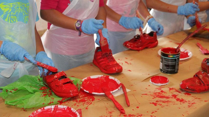 Zapatos rojos en Santo Domingo, en Garafía.