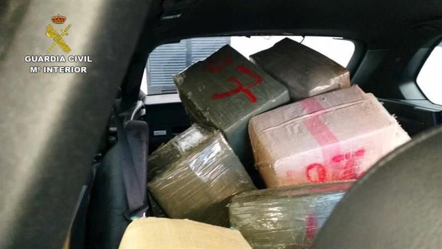 Decomisan más de 12 toneladas de hachís en Marruecos y arrestan a 8 personas