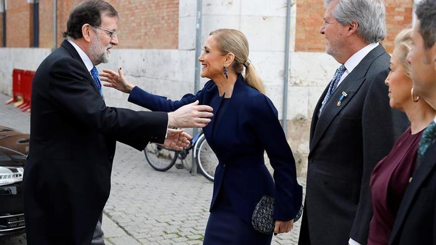Rajoy y Cifuentes se reencuentran en la ceremonia del premio Cervantes
