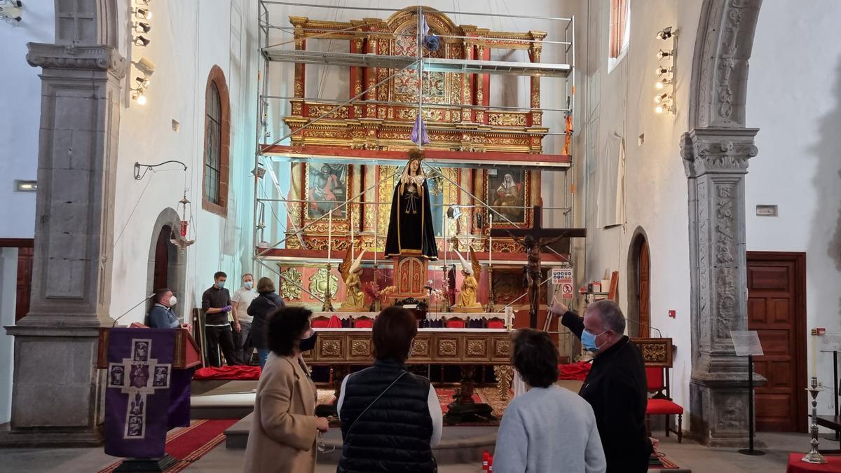 Visita al retablo mayor de la Iglesia de San Francisco.