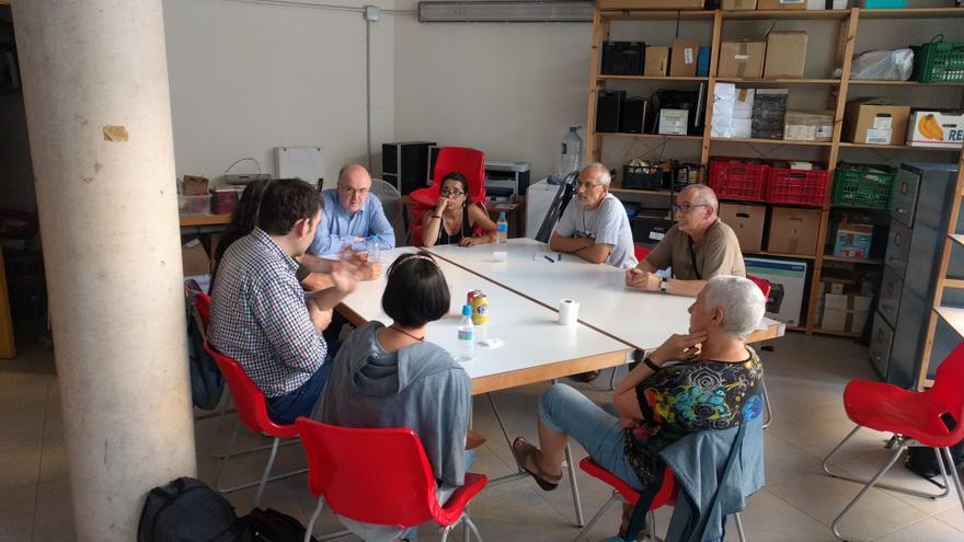 Una de las asambleas de Podem para decidir la posición del partido sobre el referéndum