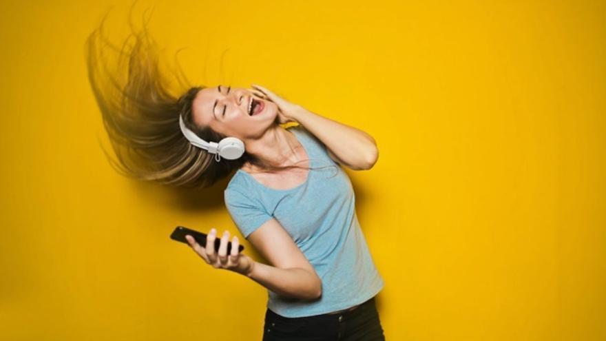 Cantar es bueno: estos son sus beneficios psicológicos, emocionales y físicos
