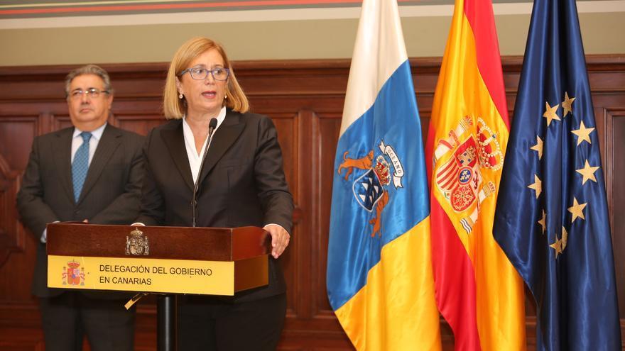 La delegada del Gobierno en Canarias, Mercedes Roldós y el El ministro del Interior, Juan Ignacio Zoido (ALEJANDRO RAMOS)