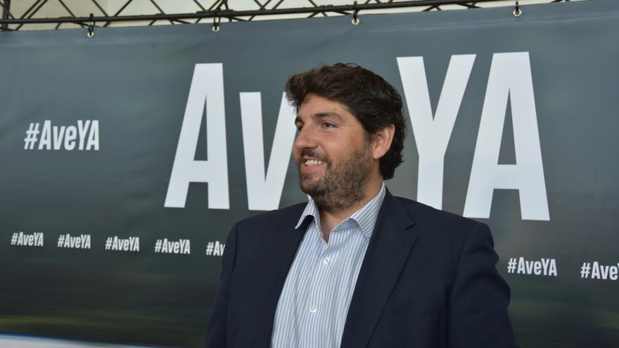 El presidente reginal Fernando López Miras en el acto en contra del retraso del AVE en el Auditorio Víctor Villegas/ CARLOS TRENOR
