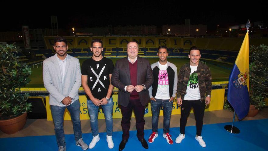 De izquierda a derecha: Aythami Artiles, Pedro Bigas, Miguel Ángel Ramírez, Jonathan Viera y Roque Mesa.