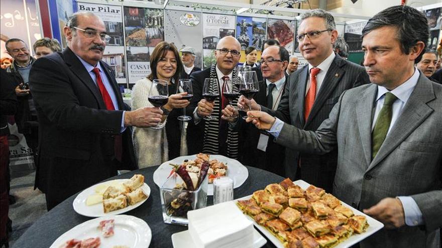 Xantar reúne a medio centenar de cofradías de gastronomía con sello mundial