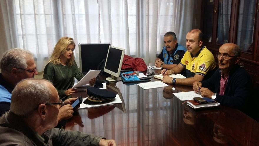 Durante la mañana de este lunes, Virginia Espinosa, concejal de Fiestas de Santa Cruz de La Palma,  ha mantenido una reunión con diferentes agentes y colectivos implicados en el área de Seguridad.