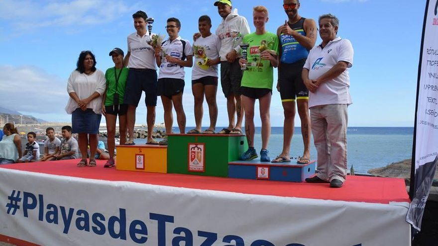 Podio con los campeones del 'Primer Acuatlón Playas de Tazacorte'. Foto: Loli Gaspar.