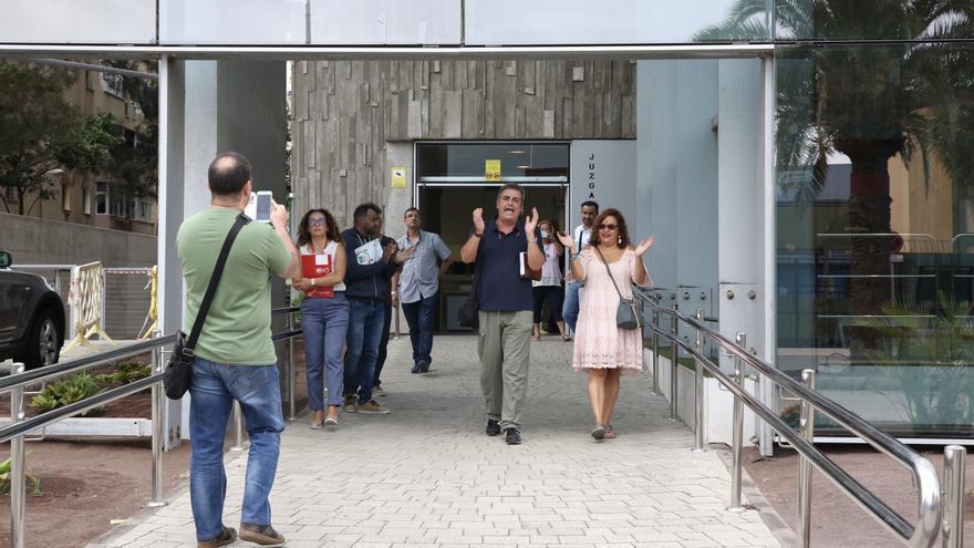 Protesta ante el juzgado de guardia de Las Palmas. (ALEJANDRO RAMOS)