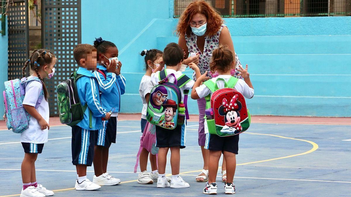 Niños en el primer día de colegio en Gran Canaria