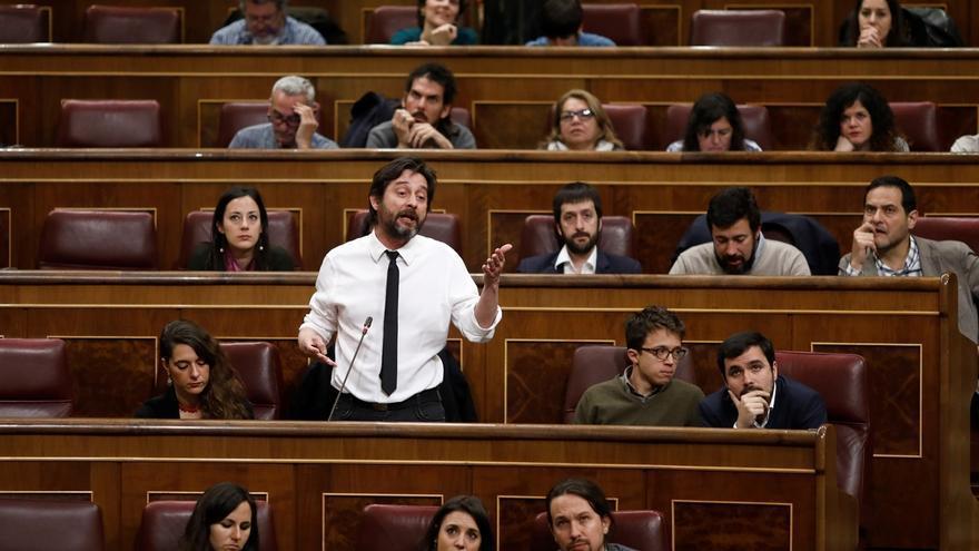 Mayoral (Podemos) sugiere a Baldoví consultar a las bases de Compromís si creen que la moción de censura debe aplazarse