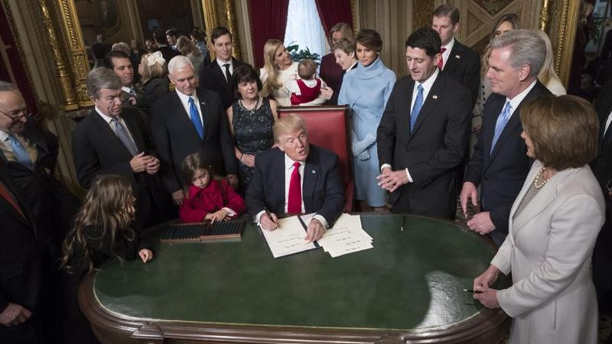 Trump firmará hoy órdenes para renegociar el NAFTA y salir del TPP, según medios
