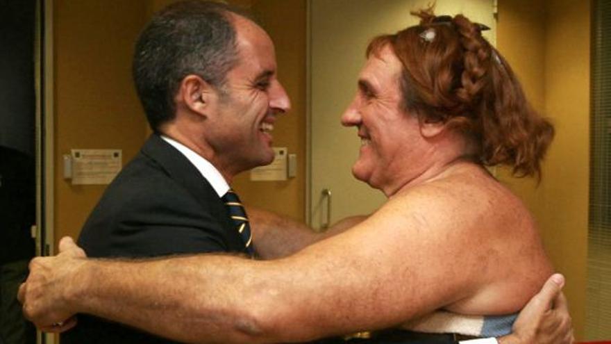 Francisco Camps y Gerard Depardieu durante el rodaje de Asterix en los Juegos Olímpicos, en 2006.