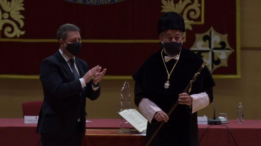 Julián Garde toma posesión como nuevo rector magnífico de la Universidad de Castilla-La Mancha