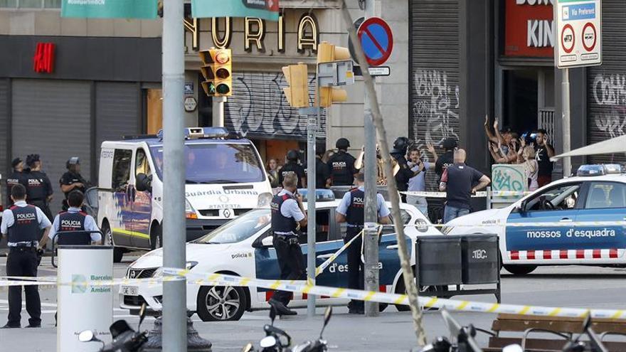 El autor del atropello en Barcelona intentó robar un coche antes de ser abatido