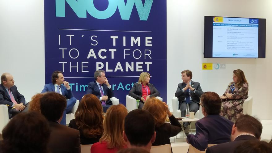 El alcalde de Madrid y el resto de participantes en la mesa redonda en la COP25.