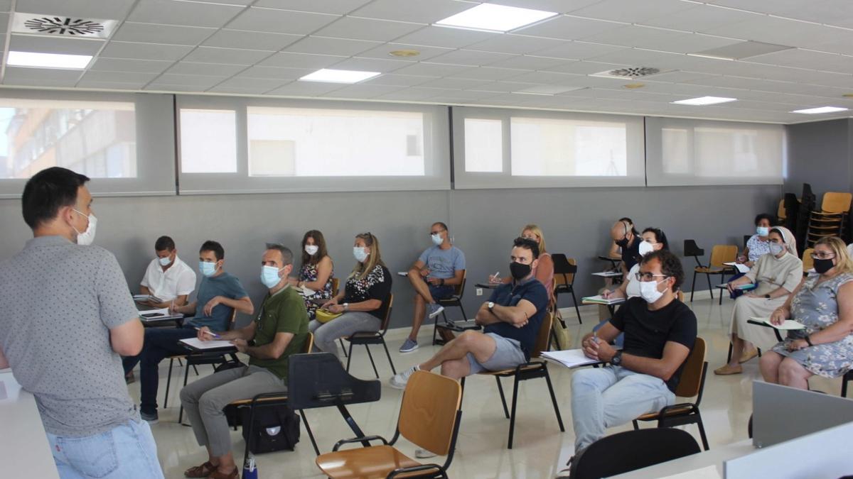 Imatge de la reunió amb els responsables educatius d'Ontinyent.