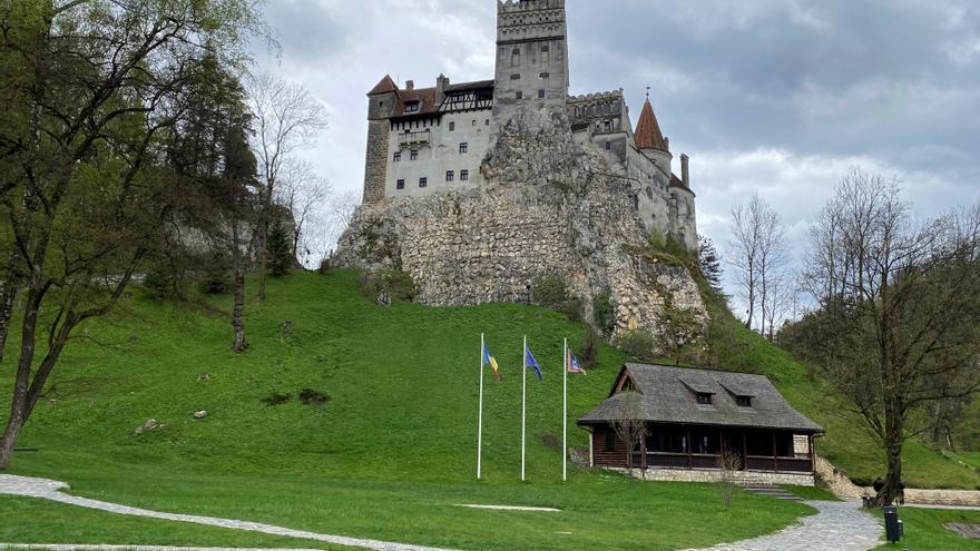Vacunas gratis contra la covid en el castillo del conde Drácula