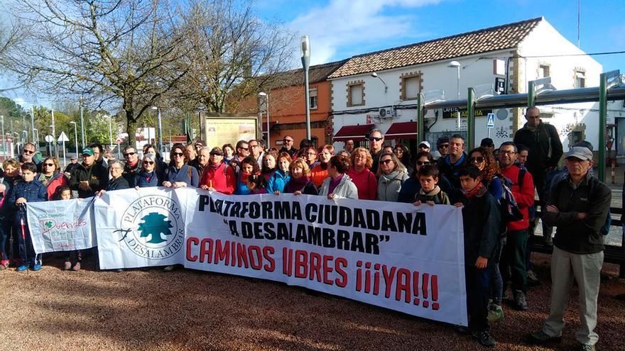 Participantes en el recorrido del Sendero de la Memoria de Trassierra.