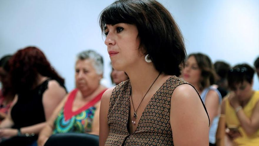 Juana Rivas llega al Juzgado de Granada arropada por plataforma de apoyo