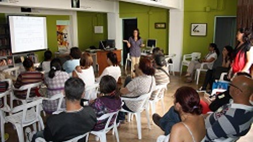 Un grupo de padres en uno de los seminarios.