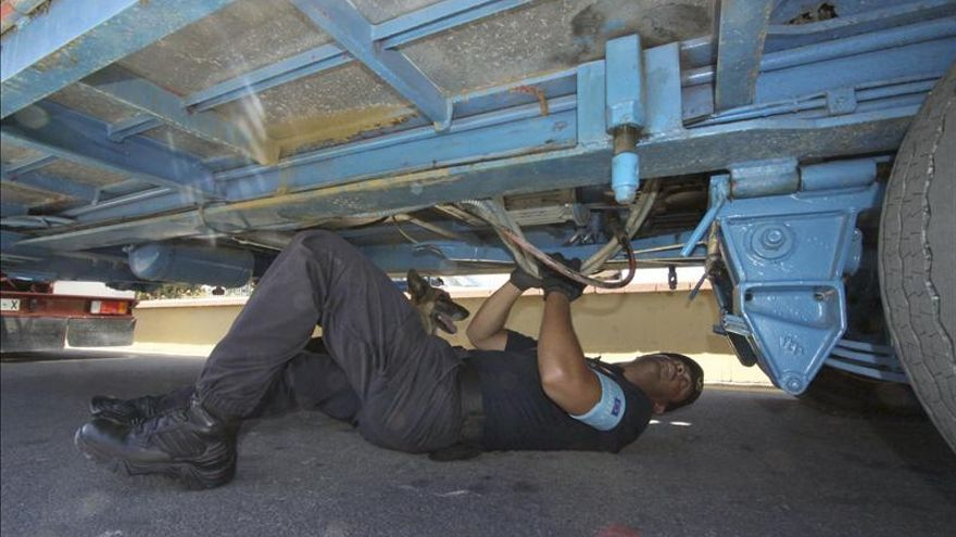 Entran en Ceuta siete subsaharianos escondidos en vehículos