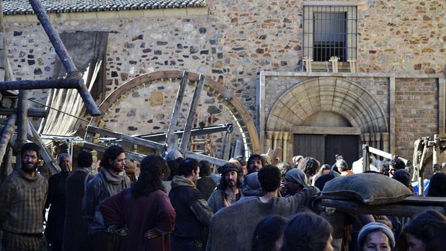 """Cáceres abre su puerta medieval al rodaje de la serie """"La catedral del mar"""""""