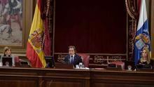 El presidente del Parlamento de Canarias, Gustavo Matos, durante la primera sesión plenaria desde que se decretase el estado de alarma en España