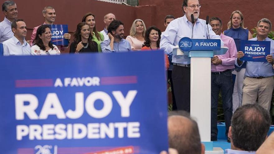 """Rajoy sobre las encuestas: """"Hay de todo... Las mías son buenas"""""""