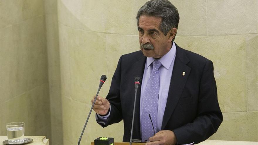 Miguel Ángel Revilla durante una sesión en el Parlamento de Cantabria