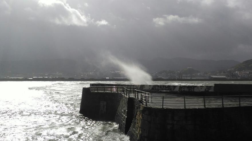 Activado en Euskadi el aviso amarillo para el domingo y el lunes por fuertes olas