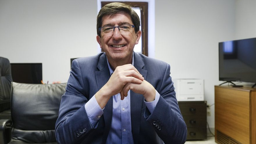Juan Marín, vicepresidente del Gobierno andaluz, durante la entrevista en su despacho del Parlamento.