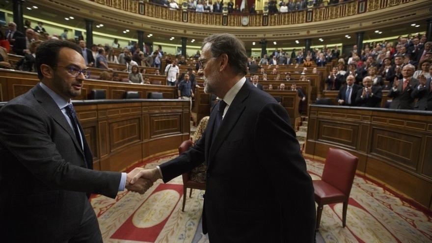 """Rajoy pide en el Congreso que ETA diga ya """"dónde están las armas sin ningún tipo de negociación"""""""
