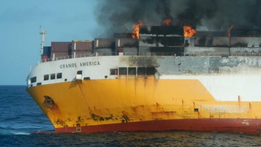 Una mancha de hidrocarburos se dirige a la costa atlántica francesa