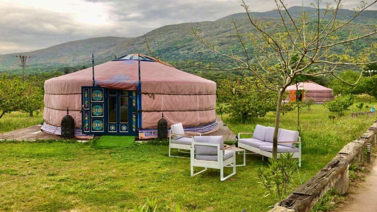 El Jardín de las Delizias en el Jerte, con sus yurtas