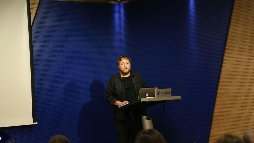 Santi Palacios durante la charla en Cesine.