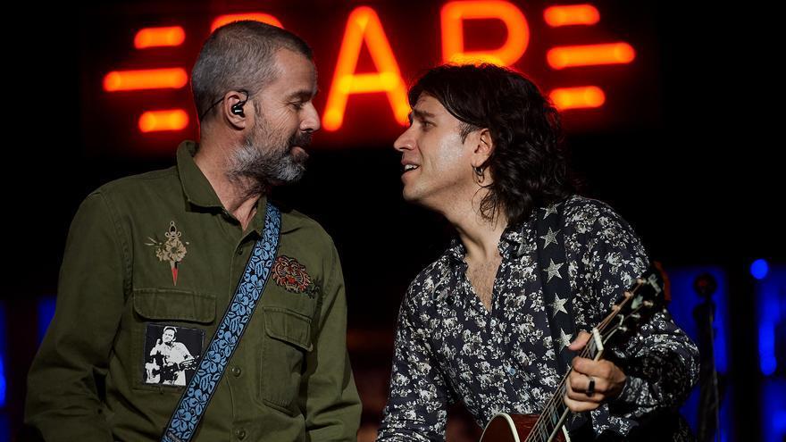 Rulo y Pau Donés acabaron levantando al público con una interpretación a capella. | EL REY LAGARTÓN