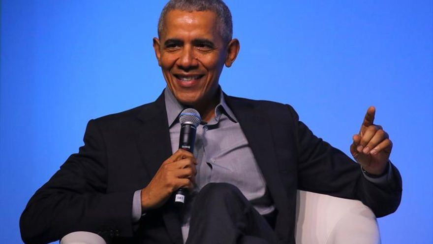 """En la imagen un registro del expresidente estadounidense Barack Obama, quein calificó de """"desastre caótico"""" la respuesta de su sucesor, Donald Trump, a la pandemia del coronavirus."""