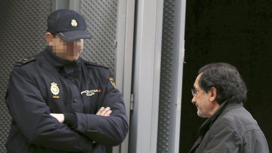 José Antonio Moral Santín entra en la Audiencia Nacional durante la instrucción de la causa por las tarjetas 'black'