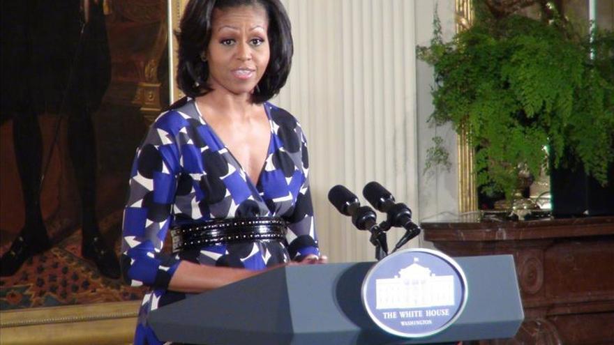 Michelle Obama anima a los jóvenes a ir a la universidad a ritmo de rap
