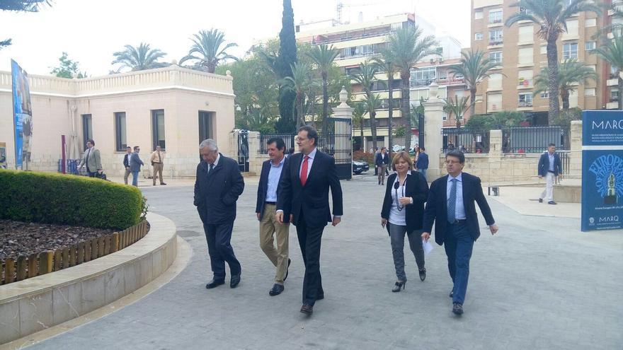Rajoy accede al MARQ junto a Isabel Bonig