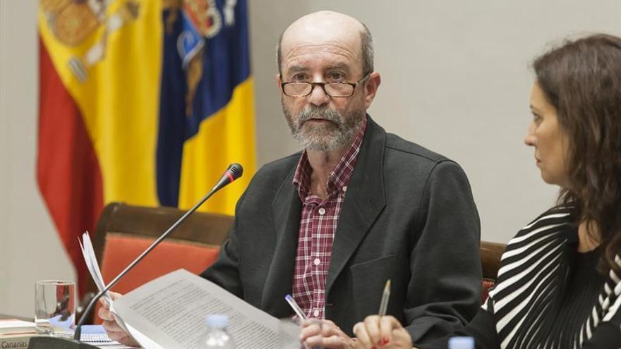 El profesor de la Universidad de La Laguna Santiago Pérez durante su comparecencia en la comisión sobre la reforma del sistema electoral canario
