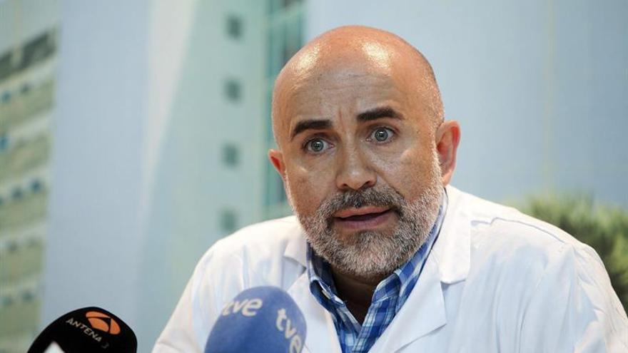 El cardiólogo y médico adjunto al servicio de Cardiología del Hospital Universitario de Canarias, Alberto Domínguez. (EFE/Ramón de la Rocha)