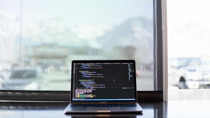 La trabajadora fue sustituida por un 'bot' o programa informático capaz de automatizar sus tareas.