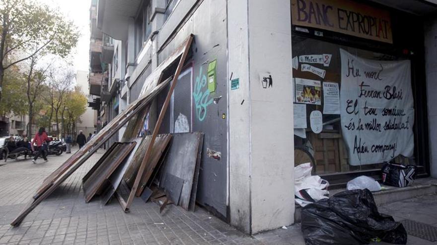 """Los Mossos entran en el """"Banco Expropiado"""" para desalojar a los okupas"""