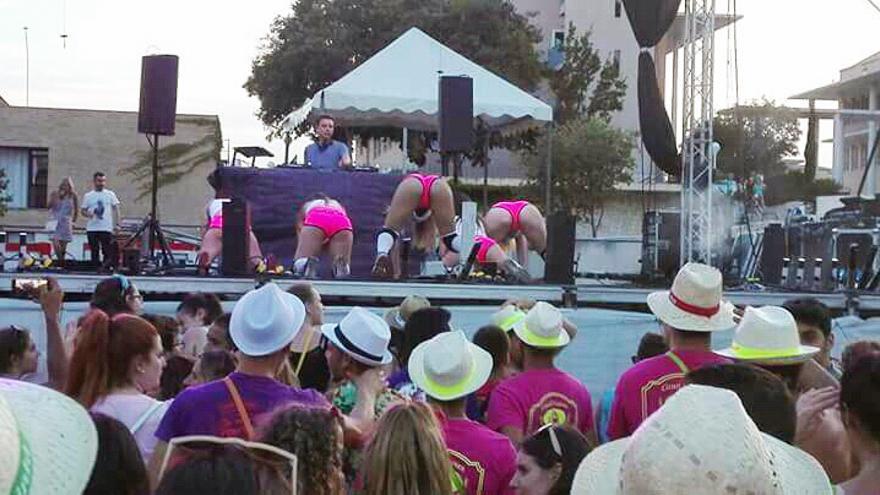 El espectáculo de 'twerking' celebrado en la plaza de la Constitución de Xàbia