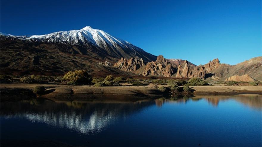 Imagen de archivo del Teide, con el Llano de Ucanca en primer término