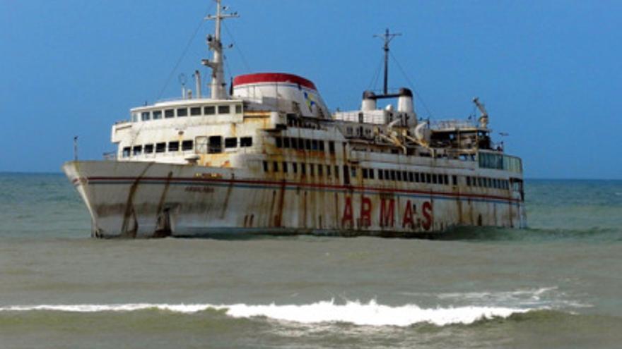 El barco 'Assalama' de Naviera Armas, que encalló sin causar víctimas el 30 de abril de 2008